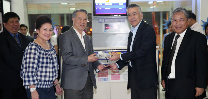 PAL FLIES TO NEW YORK VIA VANCOUVER. Philippine Airlines Chairman & Chief Executive Officer Dr. Lucio C. Tan presents a Boeing 777 model aircraft to US Ambassador to the Philippines Philip Goldberg during the March 15, 2015 send-off ceremony of the airline's inaugural flight to New York. Also in photo are Transportation Undersecretary Jose P. Lotilla, Mrs. Carmen Tan and PAL President & Chief Operating Officer Jaime J. Bautista (right).