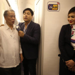 A high-level delegation of government and PAL officials joined the flight that took on a festive atmosphere with top entertainer Martin Nievera being joined by Chairman Tan (right photo) while serenading the passengers.